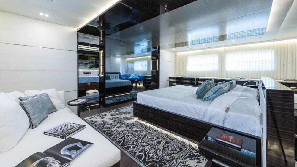 Luxury yacht 420 6