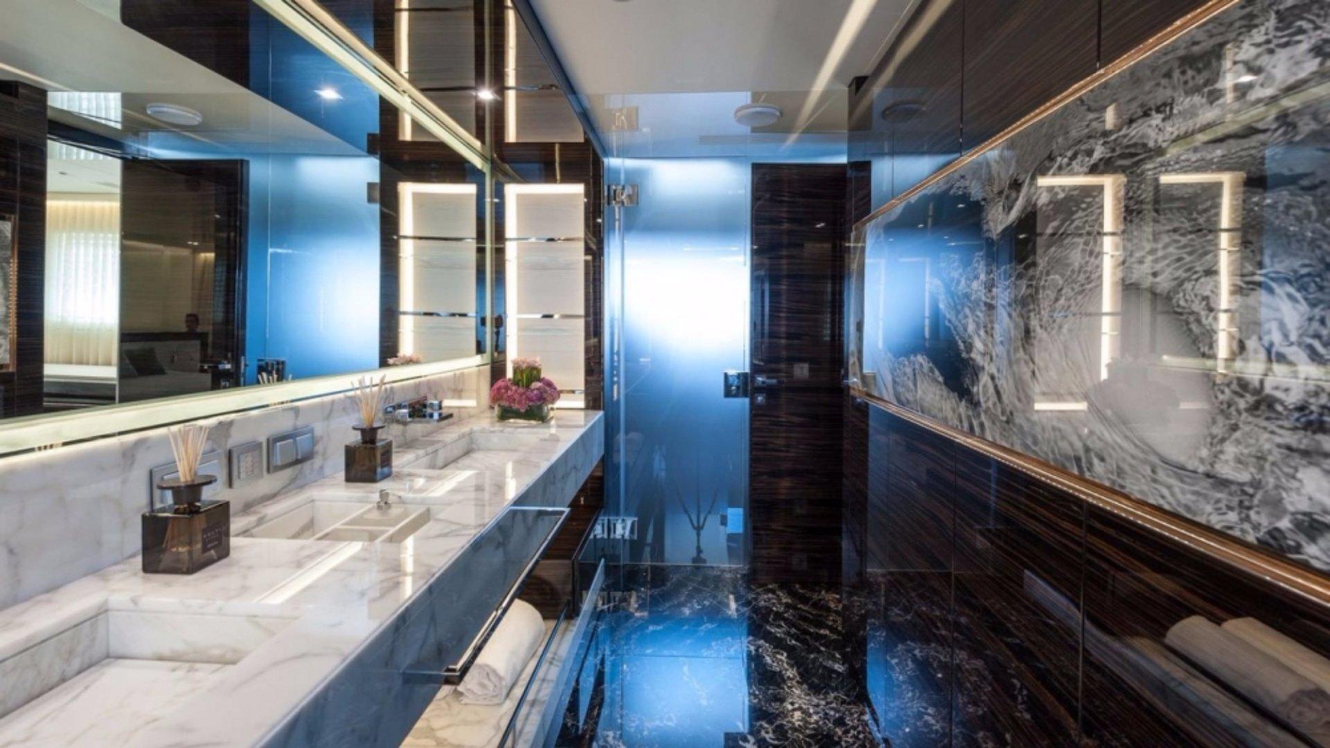 Luxury yacht 420 7